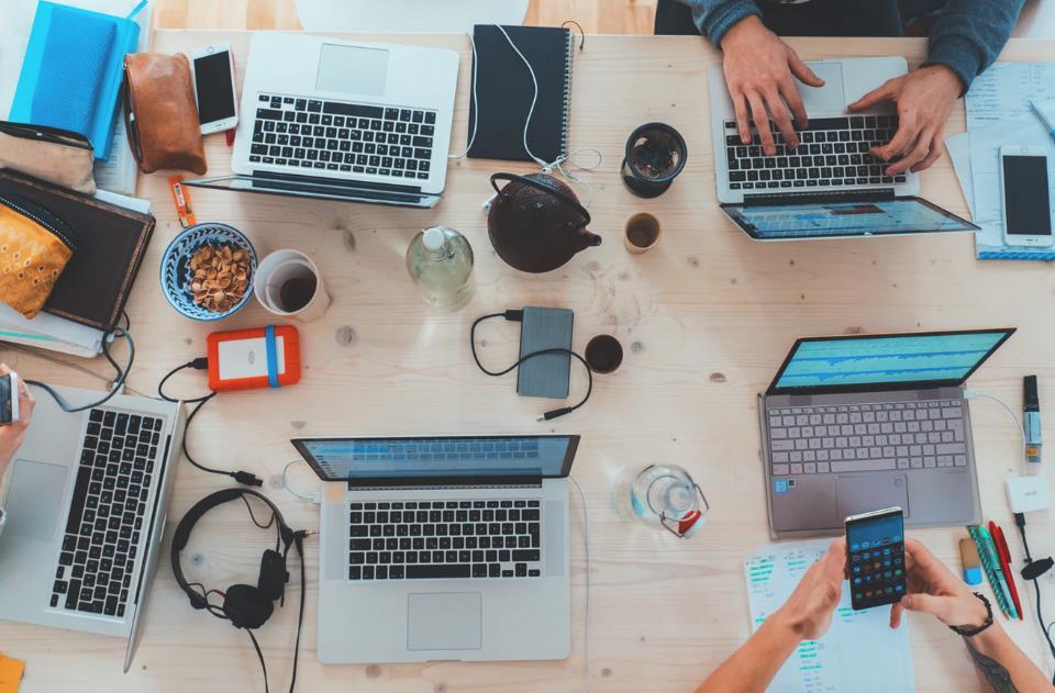 企业利用MPLS VPN打通内外网互联
